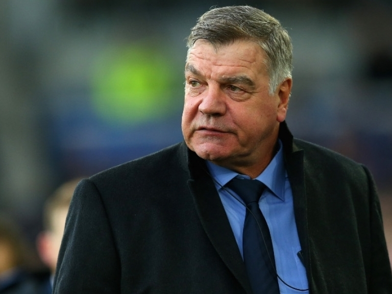 Everton manager Sam Allardyce has slammed those involved with sending out a club statement predicting the length of Gylfi Sigurdsson's injury layoff.