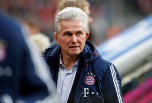 Bayern Munich boss Jupp Heynckes has defended top-scorer Robert Lewandowski following his lack of Champions League goals.