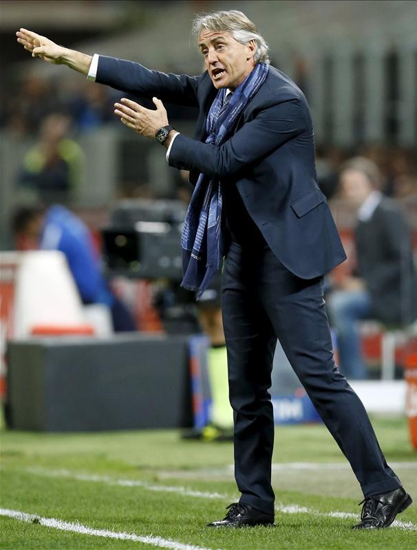 New Italy manager Roberto Mancini has rung the changes for tonight's friendly with Holland in Turin.
