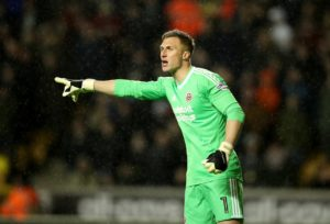 Goalkeeper Simon Moore has signed a new three-year contract with Sheffield United, keeping him at the club until the summer of 2021.