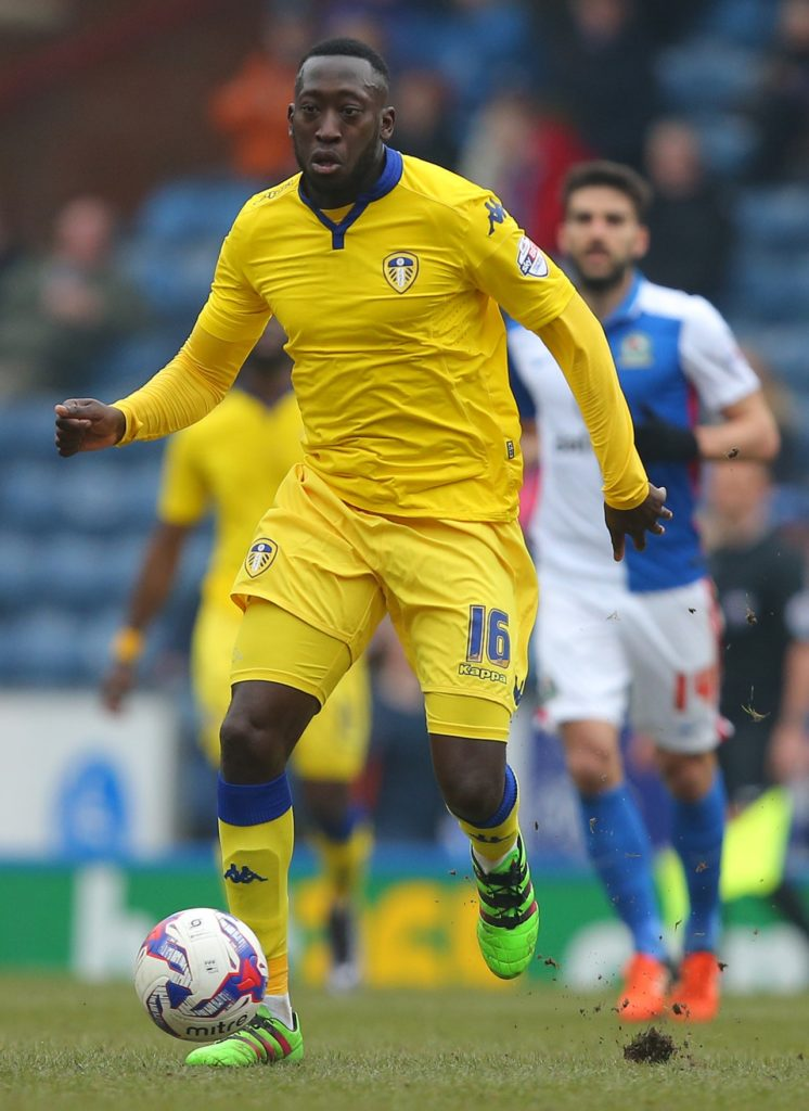 Toumani Diagouraga has joined Swindon on a free transfer from Fleetwood.