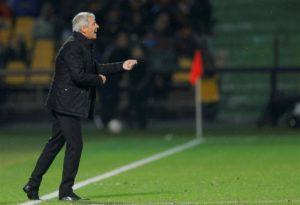 Bayer Leverkusen manager Heiko Herrlich has tipped Borussia Dortmund to win the Bundesliga despite their below-par showing last season.
