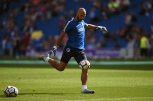 Bristol City have announced the signing of goalkeeper Niki Maenpaa.
