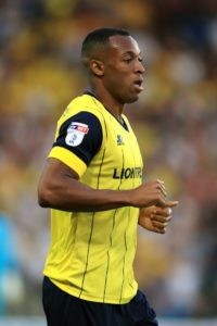 Grimsby have signed striker Wes Thomas on a one-year-deal.