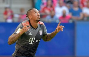 Bayern Munich defender Jerome Boateng trained with the club on Thursday despite rumours of a move to Paris Saint-Germain.