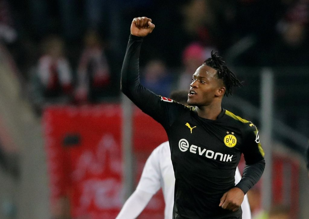 Michy Batshuayi says he decided to join Valencia on a season-long loan because he believes they are capable of winning silverware.