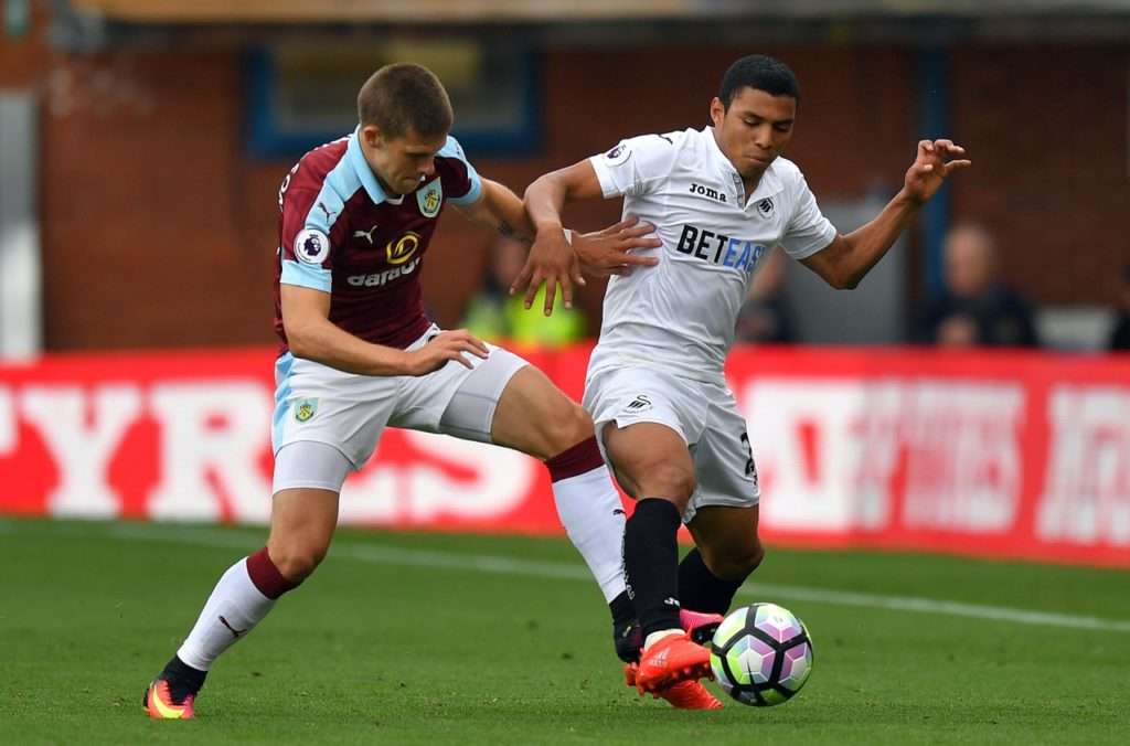 Swansea City have confirmed midfielder Jefferson Montero has been ruled out for up to six weeks due to a thigh injury.