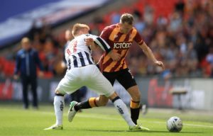 Sunderland striker Charlie Wyke could be sidelined for up to eight weeks after suffering a knee injury during Saturday's League One defeat at Burton.