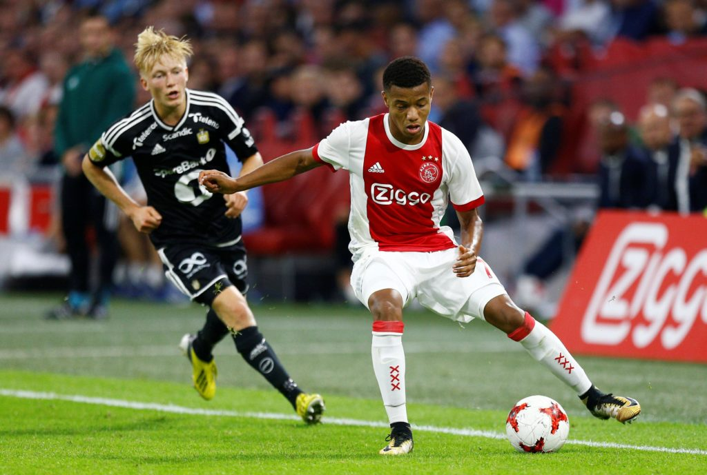 Ajax winger David Neres says he is not paying attention to transfer rumours after being linked with Tottenham and Roma.