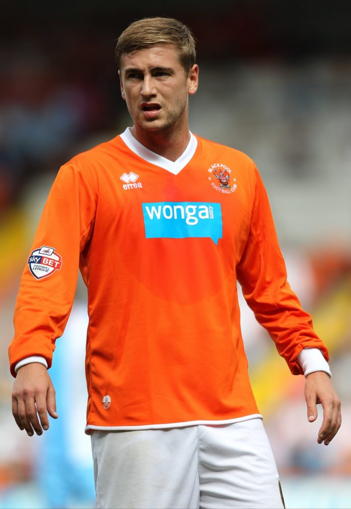 Blackpool have re-signed striker Steven Davies on a short-term deal.