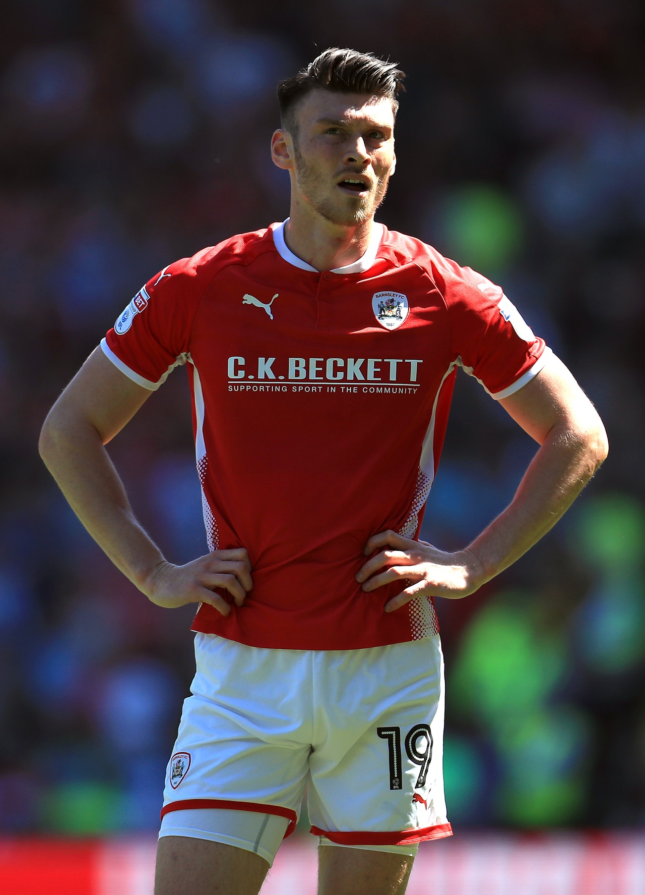 barnsley striker kieffer moore racing to be fit for luton