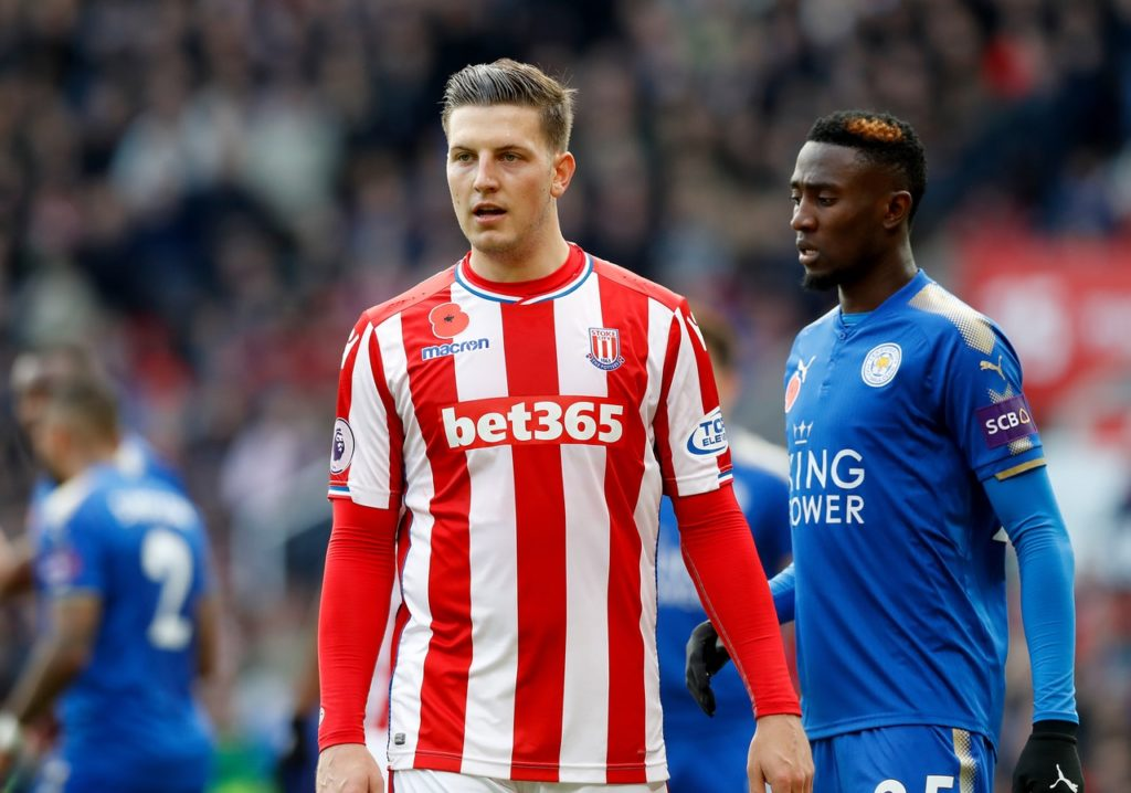 Defender Kevin Wimmer is reportedly keen to turn his season-long loan at Hannover from Stoke City into a permanent deal.
