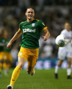 Preston substitute Louis Moult scored an injury-time equaliser as luckless Hull were held 1-1 at the KCOM Stadium.