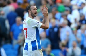 Brighton striker Glenn Murray has agreed a one-year contract extension to keep him with the club until the summer of 2020.