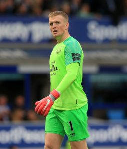 Manchester United will target a move for Everton goalkeeper Jordan Pickford if David De Gea does not sign a new deal, reports say.