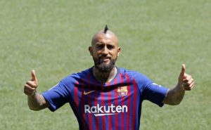 AC Milan are reported to be weighing up a move to bring Barcelona midfielder Arturo Vidal back to Serie A in January.