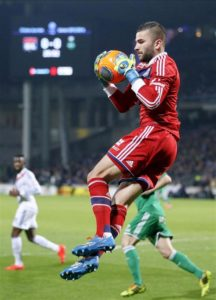Lyon goalkeeper Anthony Lopes is waiting to open discussions with the board about extending his contract at the club.