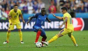 Paris Saint-Germain's hopes of landing N'Golo Kante have been dashed after the midfielder's decision to pen a new deal at Chelsea.