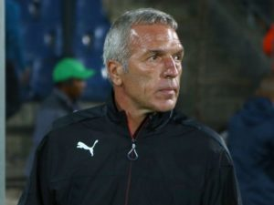 Kaizer Chiefs football manager Bobby Motaung says new coach Ernst Middendorp is expected to win games of football and challenge for trophies.