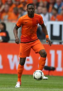Newcastle United have reportedly entered discussions with Eintracht Frankfurt over a deal to sign left-back Jetro Willems.