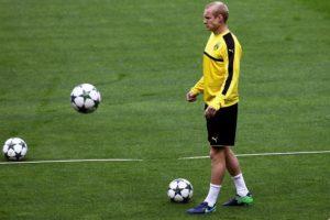 Sebastian Rode has joined former club Eintracht Frankfurt on loan for the rest of the season from Bundesliga leaders Borussia Dortmund.