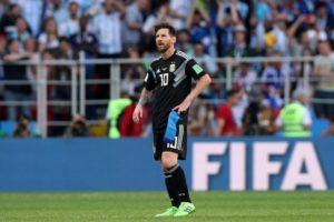Argentina head coach Lionel Scaloni says he is due to have discussions with Lionel Messi over a return to the national team.