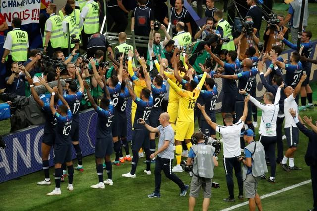 Raphael Varane believes France's women can emulate their male counterparts by winning next summer's World Cup.