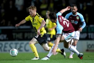 Stephen Quinn has signed a contract extension to keep him at Burton until 2020.