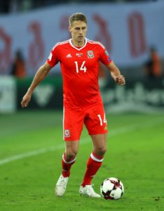 Shrewsbury have announced the signing of their former midfielder Dave Edwards following his release from Reading.