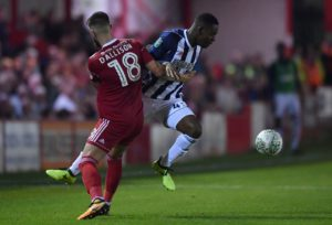 Former Falkirk defender Tom Dallison has signed an 18-month contract with Sky Bet League Two side Crawley.
