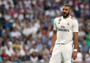 Real Madrid boss Santiago Solari says Karim Benzema will be available to face Sevilla this weekend despite a broken finger.