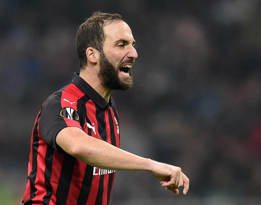 AC Milan could be set to lose loan striker Gonzalo Higuain, with Chelsea stepping up their interest to land the Argentinian.