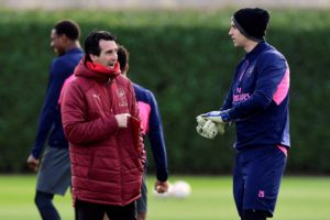 Arsenal goalkeeper Emiliano Martinez has agreed to join Championship strugglers Reading for the rest of the season.