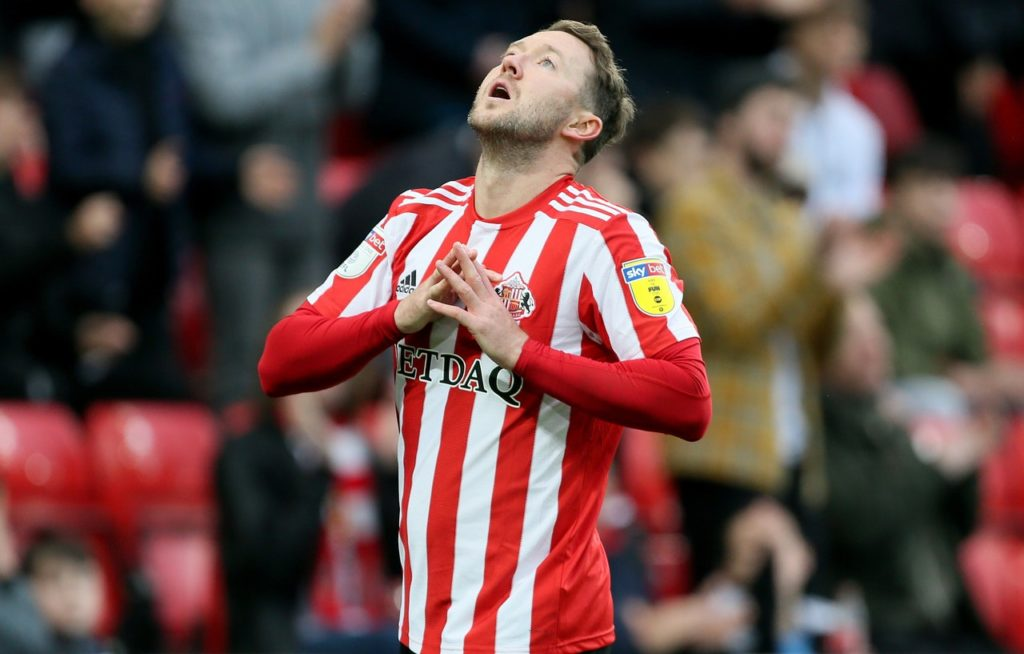 Aiden McGeady netted a fine free-kick as Sunderland boosted their chase for automatic promotion with a 2-0 League One win at Bristol Rovers.