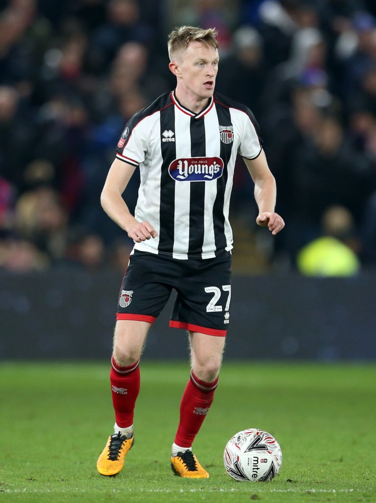 Luke Hendrie's 76th-minute header earned 10-man Grimsby a 1-1 draw at Swindon.