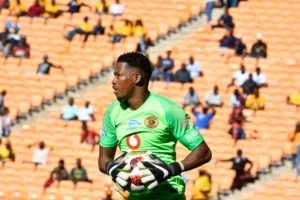 Kaizer Chiefs coach Ernst Middendorp has hinted the club may drop Virgil Vries for the Soweto derby on 9 February at FNB Stadium.