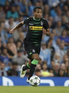 Borussia Monchengladbach sporting director Max Eberl has confirmed that the club want Raffael to agree a new deal.