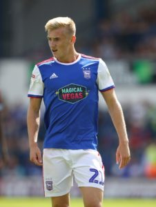 Ipswich midfielder Flynn Downes has signed a three-year contract extension that ties him to the Sky Bet Championship club until 2022.