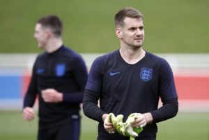 Tom Heaton says he's been impressed by Jordan Pickford since he became England's No.1 but now wants his place in the team.