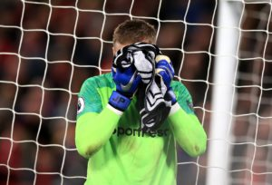 Paul Robinson believes under-fire Everton goalkeeper Jordan Pickford is still England's first choice.
