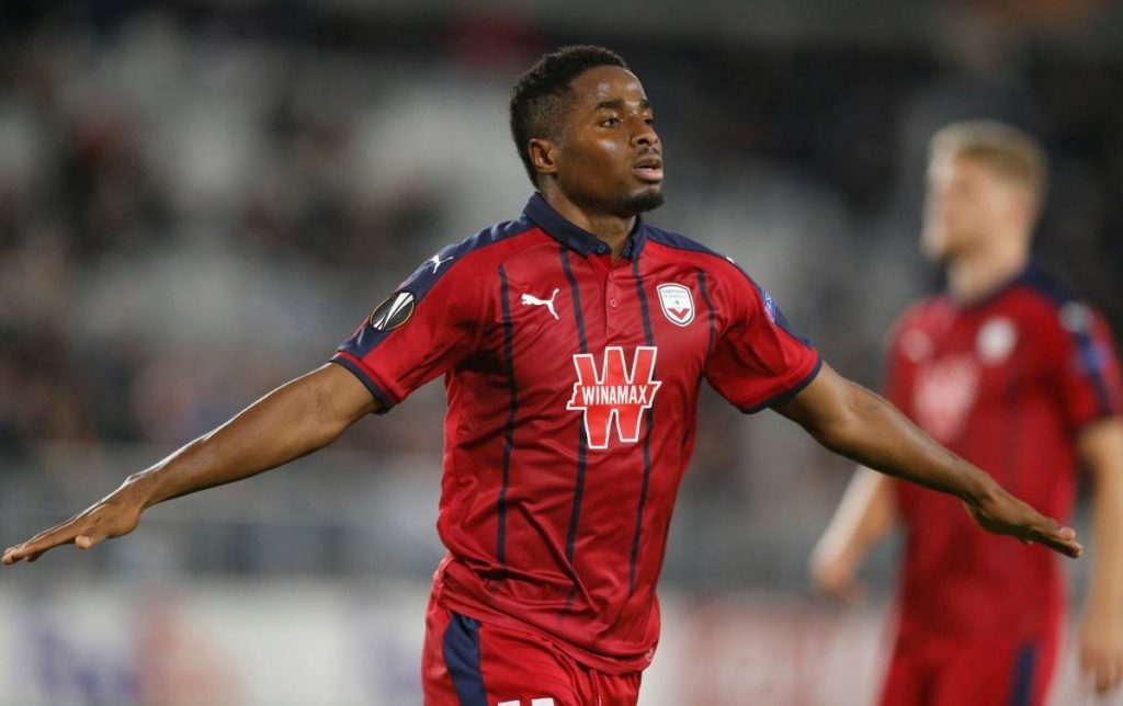 Southampton face competition from Real Sociedad for the signature of Bordeaux striker Francois Kamano, according to reports in Spain.