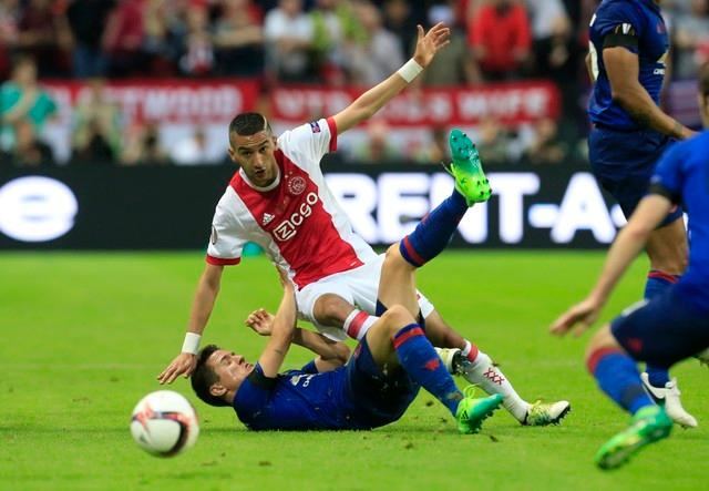 Steven Pienaar believes Ajax midfielder Hakim Ziyech is very 'underrated' and should get more praise for his performances.