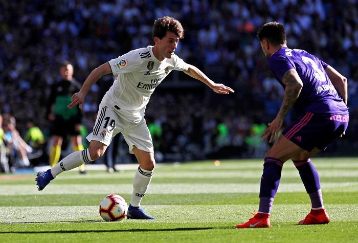Real Madrid defender Alvaro Odriozola will miss the remainder of the campaign after suffering a broken collarbone.