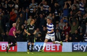 Matt Smith netted a last-gasp winner as QPR beatSheffield Wednesday 2-1 at Hillsborough in a match which saw three second-half penalties awarded.