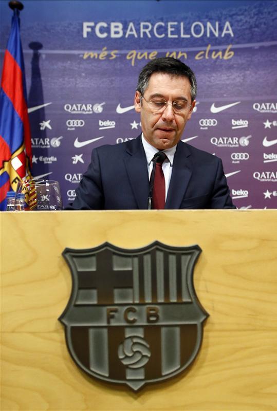 Barcelona president Josep Maria Bartomeu says coach Ernesto Valverde was not to blame for Saturday's Copa del Rey final defeat.