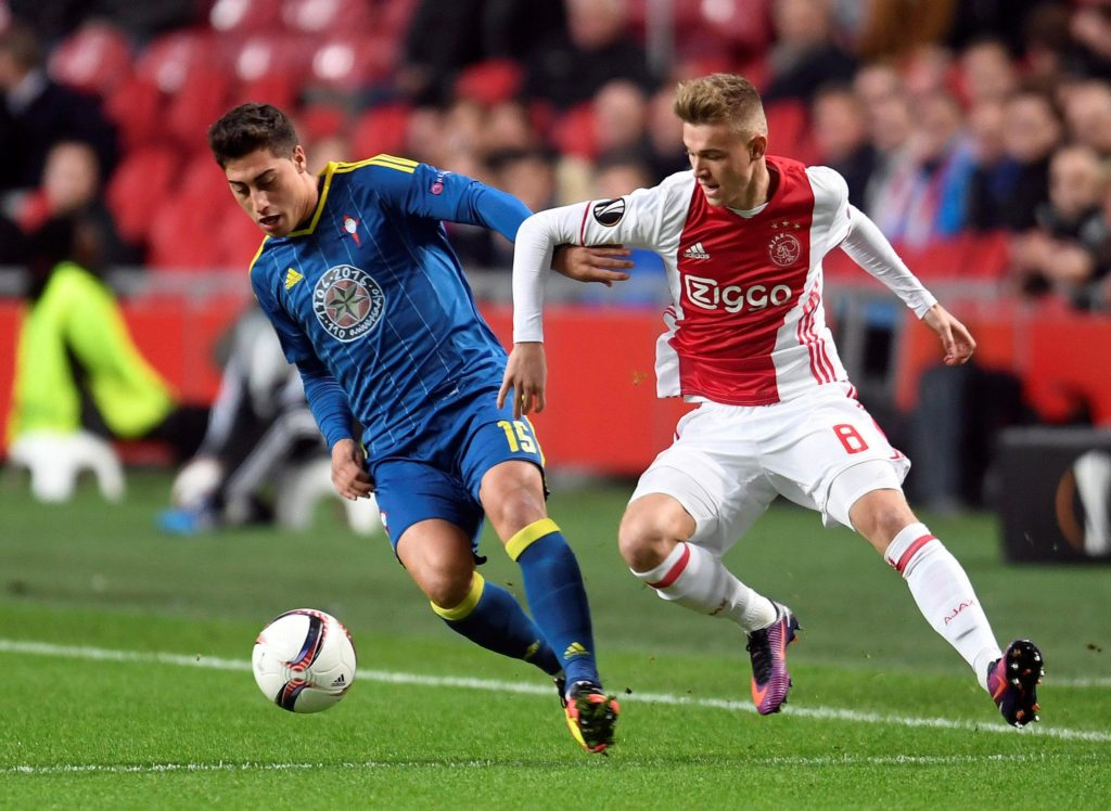 Bayer Leverkusen are keen on signing Ajax utility player Daley Sinkgraven in the summer, according to reports.