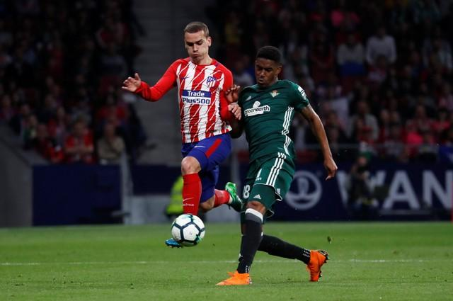Manchester United are said to be in talks with Real Betis over attacking left wing-back and reported Real Madrid target Junior Firpo