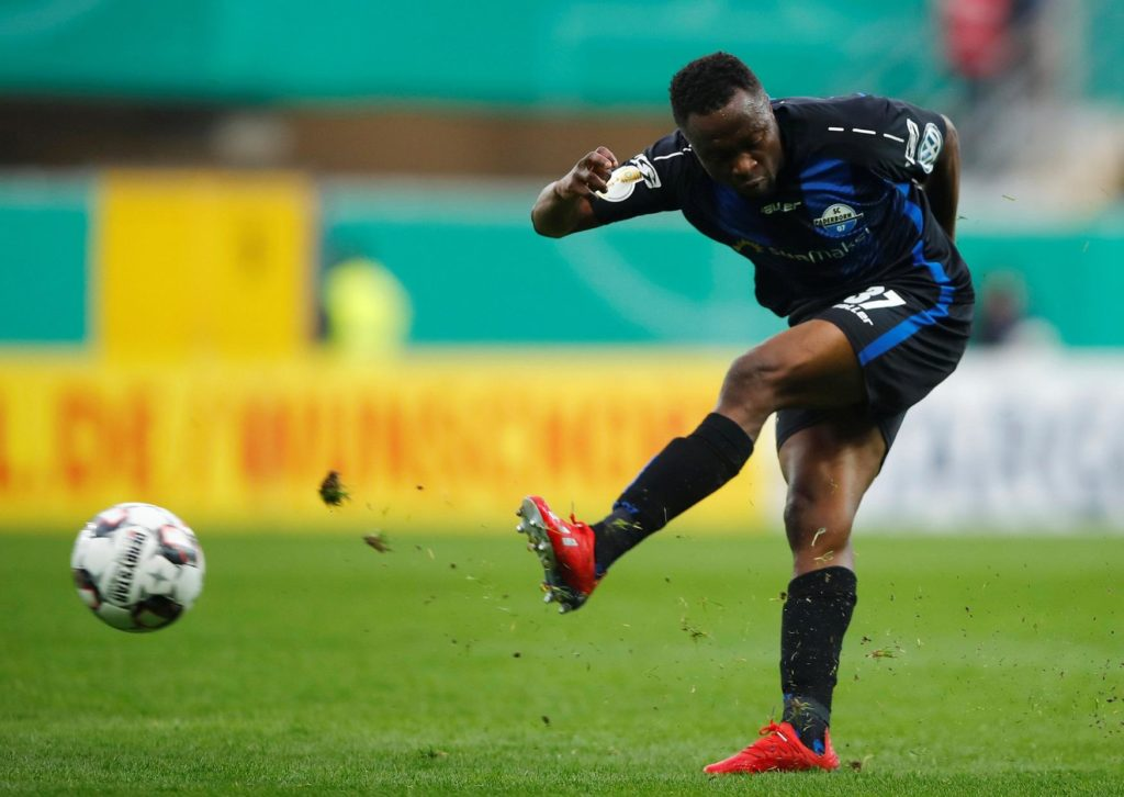 Schalke have activated a buy-back clause to secure a reunion with striker Bernard Tekpetey just a season after he left for Paderborn.