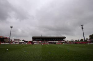 Cheltenham forward Manny Duku has joinedNational League side Torquay on a free transfer.