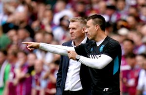 Aston Villa assistant head coach John Terry has signed a new contract extension that will keep him at the club until 2021.